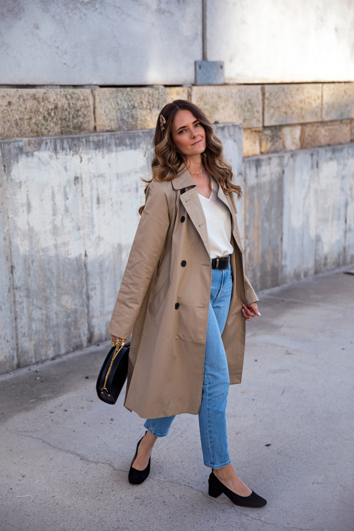 Everlane the drape trench coat in khaki worn with high waisted jeans and the Everlane the day heel in black suede classic outfit idea for spring or fall worn by Inspiring Wit fashion blogger Jenelle Witty