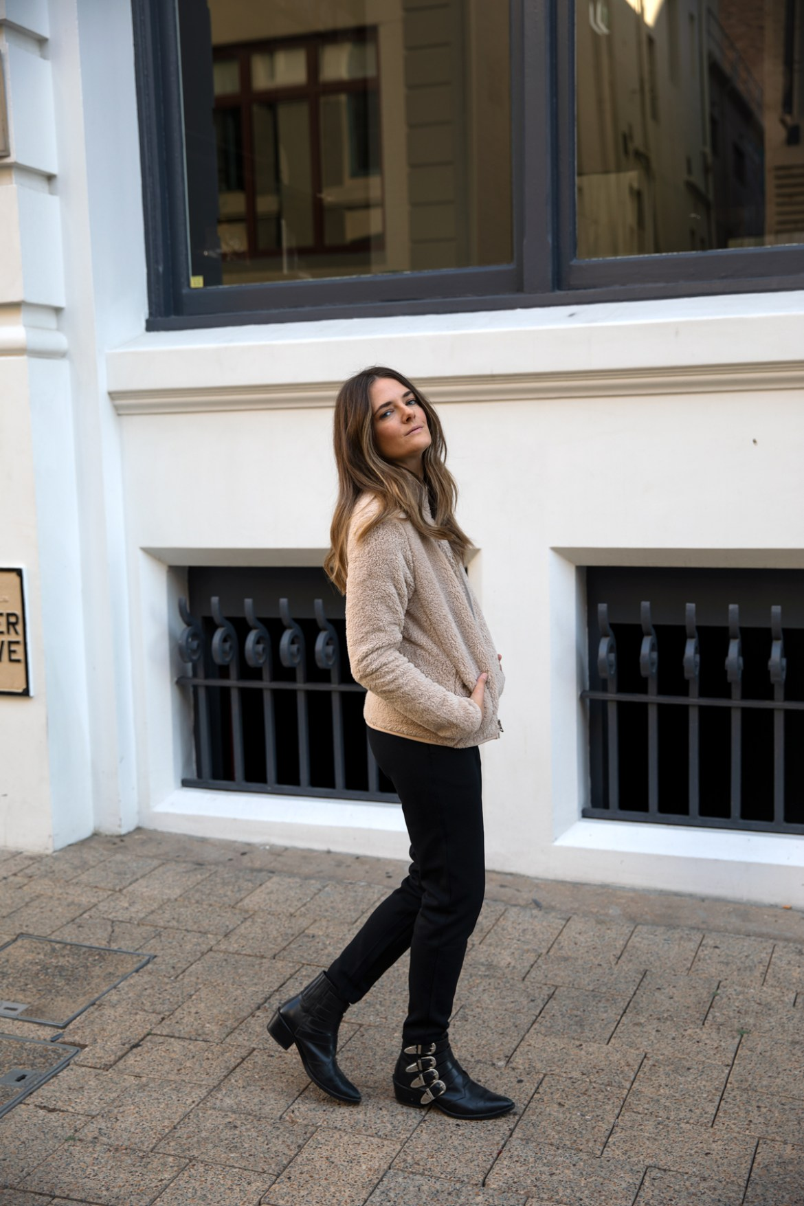 fleece jacket from Uniqlo teddy jacket with track pants for Autumn Winter outfit ideas worn by Inspiring Wit fashion blogger Jenelle Witty