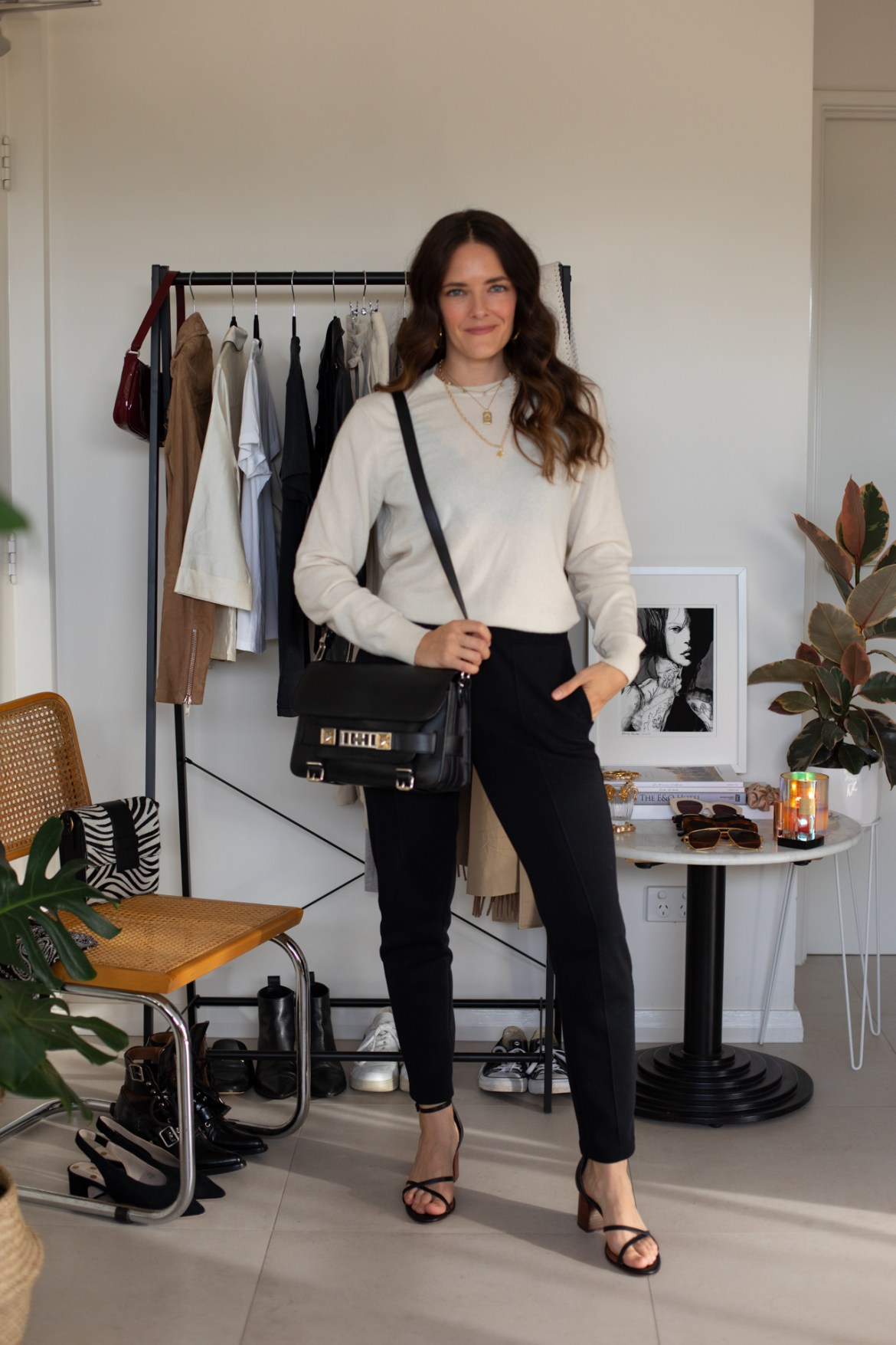 sweat pants outfit ideas. how to style them for everyday