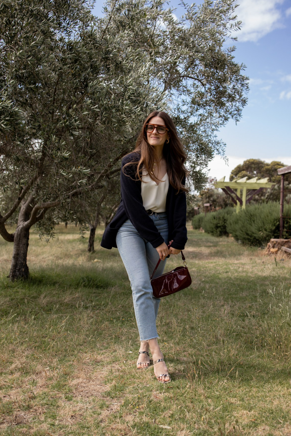 casual layering outfit ideas with jeans