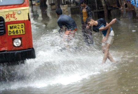 https://i2.wp.com/www.instablogs.com/wp-content/uploads/2012/07/mumbai-sinking34_26.jpg