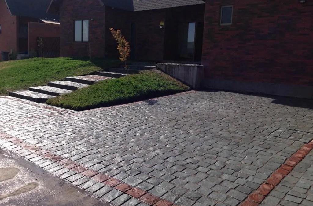 ¿Como es la instalación adoquines de piedra natural?