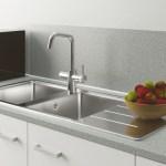 Keukenkraan spoelt automatisch indien langdurig niet gebruikt