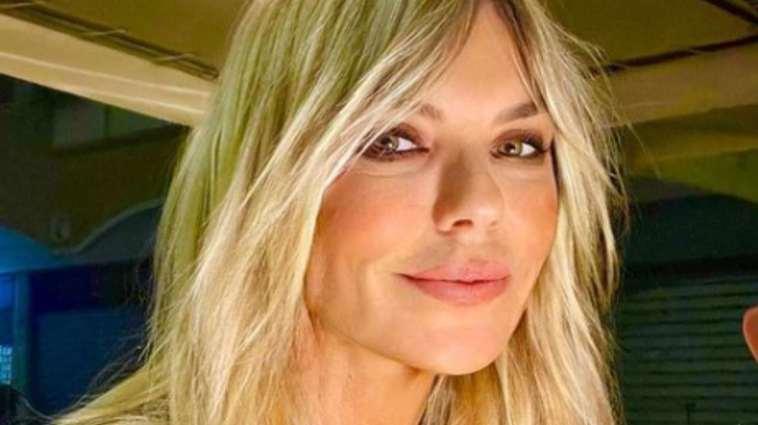 Matilde Brandi, lo stacco di coscia è da infarto: un'esplosione di bellezza