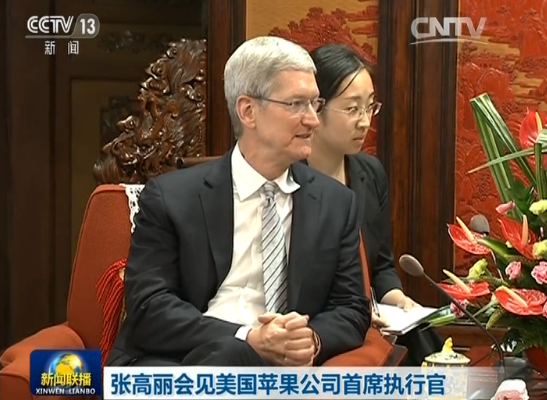 tim-cook-touring-china