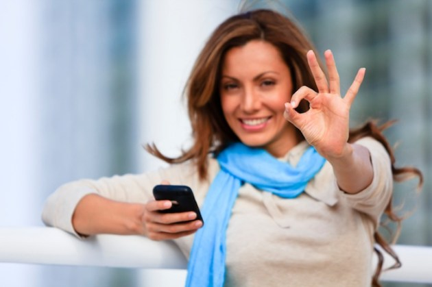 women-getting-a-mobile-phone-with-bad-credit