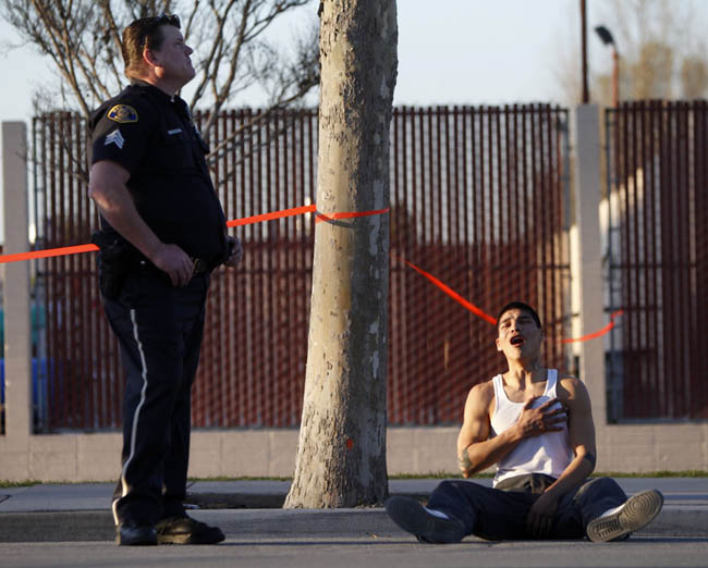 Powerful photos - Young man just found out his brother was killed