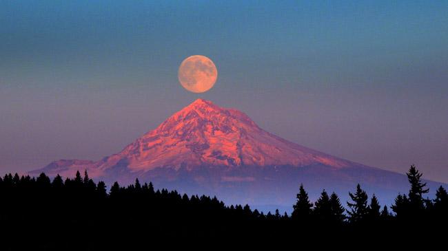 Mount Hood, Pacific coast, United States.