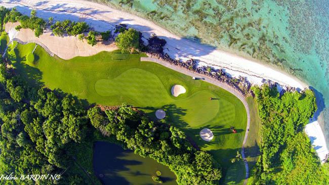 Golf course at Nataloda Bay, Denarau, Fidji.
