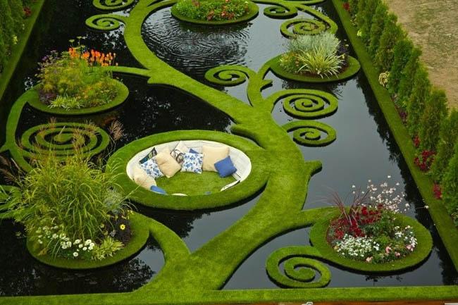Enjoy the sunken alcove garden in New Zealand.
