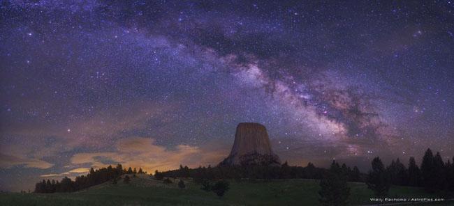 Devil's Tower, Wyoming night sky