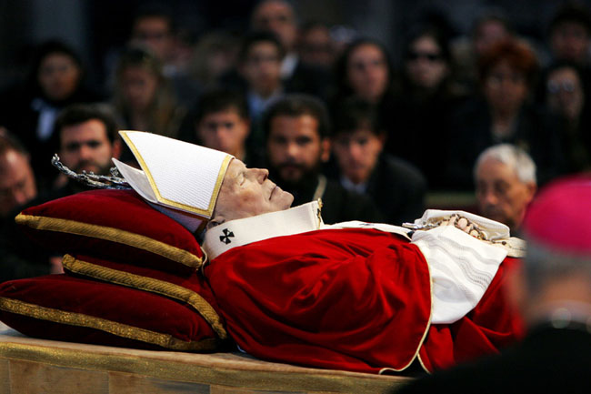 21st century photos - The Christian world mourns the passing of Pope John Paul II [2005]