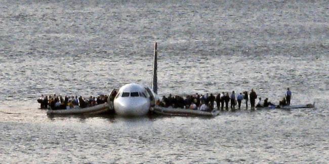 21st century photos - US Airways Flight 1549 floats on the Hudson river after crash landing