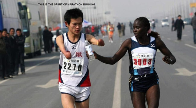 Elite runner Jaqueline Kiplimo helps a disabled Chinese athlete drink during the 2010 Zheng-Kai marathon.