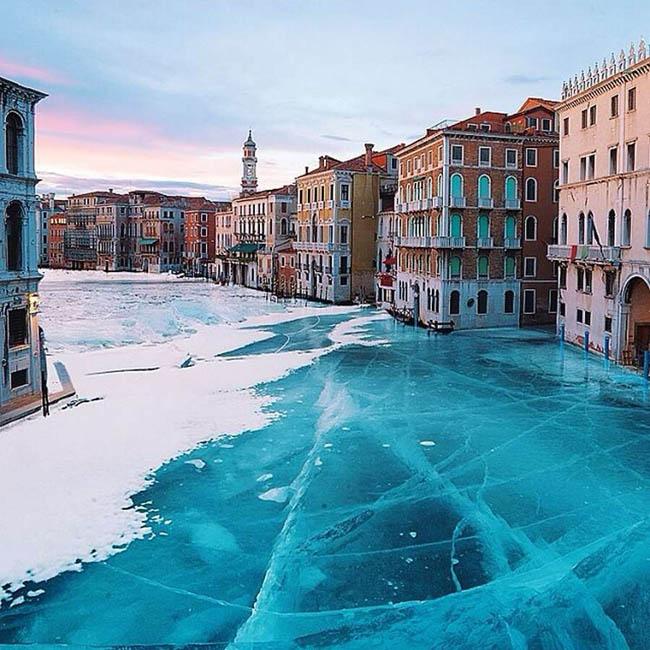 Frozen lakes - Frozen Venice Lake