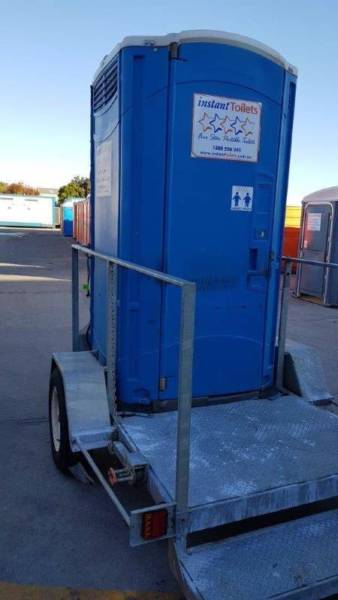 portable chem toilet on a trailer4