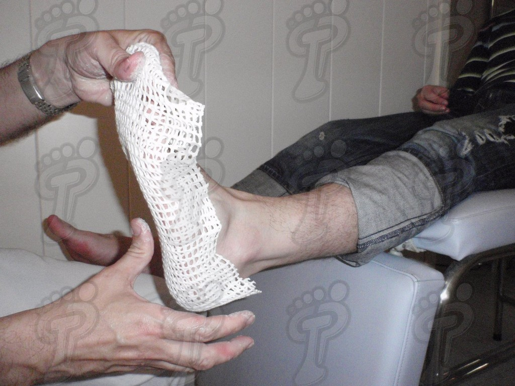 NEGATIVE MOLDS OF FOOT THROUGH THE APPLICATION OF A THERMOPLASTIC.
