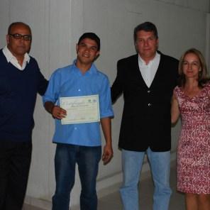Entrega do certificado para os alunos