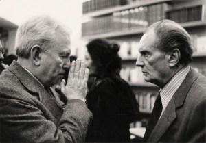 Franco Fortini e Vittorio Sereni in occasione della presentazione del libro di V. Sereni, Il musicante di Saint-Merry, 1981 (foto: Giovanna Borgese, Archivio Fortini)