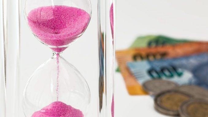https://pixabay.com/en/hourglass-money-time-investment-1703349/