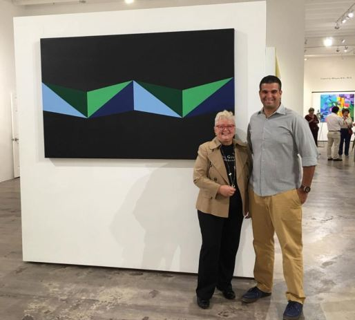 Dra. Milagros Bello y Christopher Pacillo. Al fondo, TRIANGLES. Wynwood, FL. Foto CPM/IG