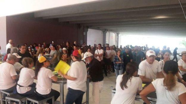 #16j | Venezolanos en #Doral en las Puertas de los Centros Soberanos
