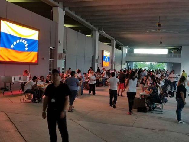 #16J - #PuntoSoberano Miami Dade College -West Campus #Doral. Julio 16, 2017 - 7:42am#ConsultaPooular #Venezuela