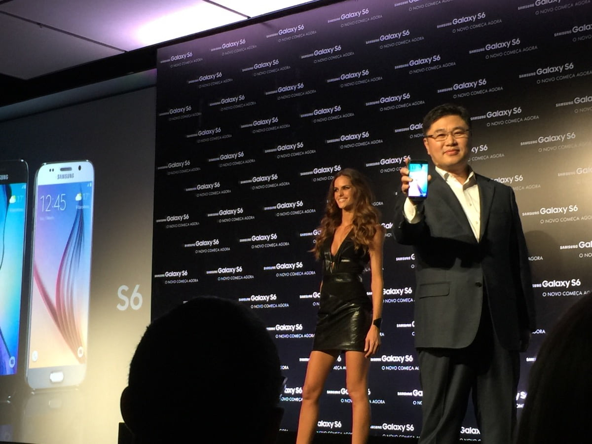 Samsung Galaxy S6 sendo apresentado Mr. Young