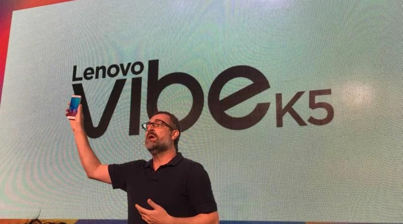 Apresentação do Vibe k5 para o público presente, por Renato Arradi