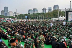 Indonesian troops and troops crew accumulate to mangle a Ramadan quick with Indonesia's President Joko Widodo in Jakarta on May 16, 2019. Authorities contend they have arrested dozens of apprehension suspects forward of a stirring choosing outcome proclamation (AFP)
