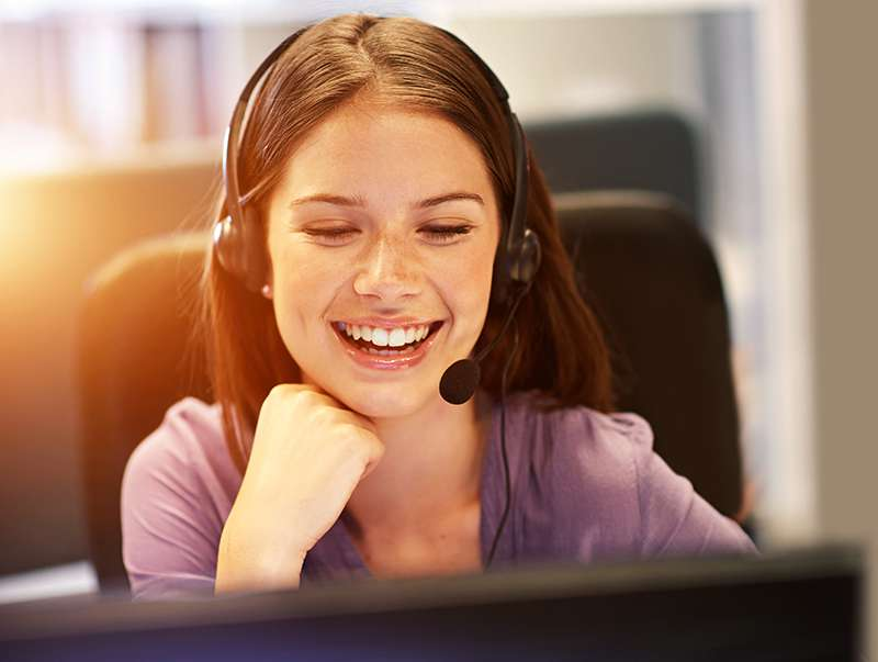 Chica en call center