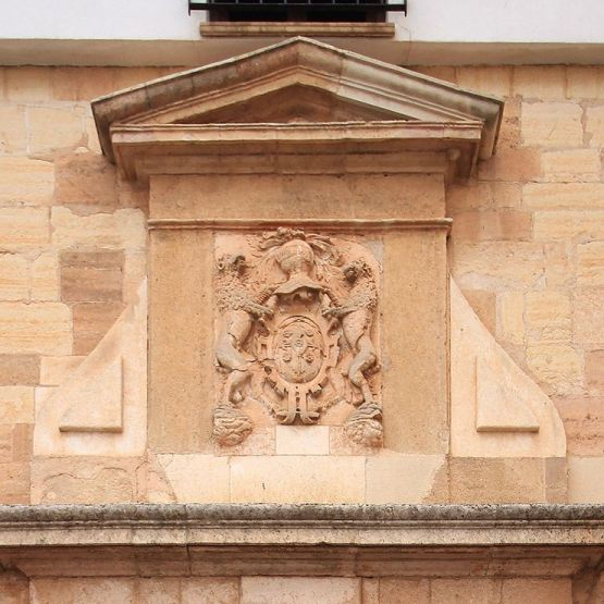 Escudo de la casa de Pedro y Blas Ortiz.
