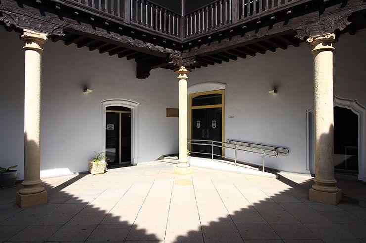 Patio columnado de la Posada del Rosario de Albacete.