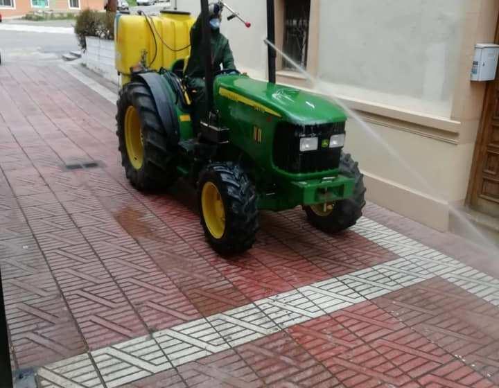 La Concejalía de Servicios del Ayuntamiento de Buñol desinfecta y limpia las calles del municipio
