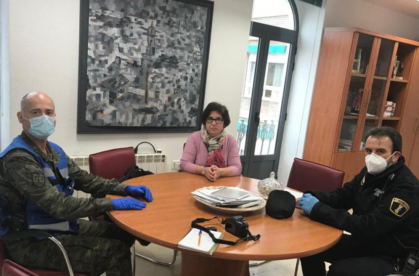 Una Unidad del Ejército de Tierra y Policía Local de Buñol estudian formas de colaboración conjunta con el Ayuntamiento de Buñol en esta crisis