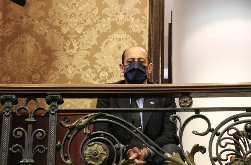 """Vicente Montañez, concejal de VOX: """"Grezzi conseguirá que la plaza del Ayuntamiento se llame de los """"tubarros"""" por los maceteros"""""""