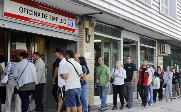 La Comunidad Valenciana reduce en julio el total de parados en 3.565, una disminución del 0,84%