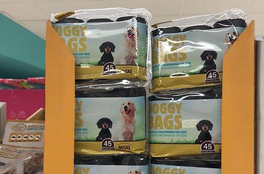 Los paseos de los perros durante el cofinamiento duplican las ventas de bolsas para residuos caninos en Mercadona