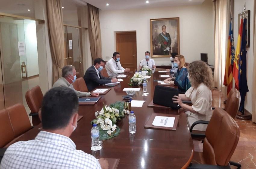 La Diputación de Alicante auspicia un encuentro de trabajo para abordar la situación de las empresas licitadoras de servicios en las playas