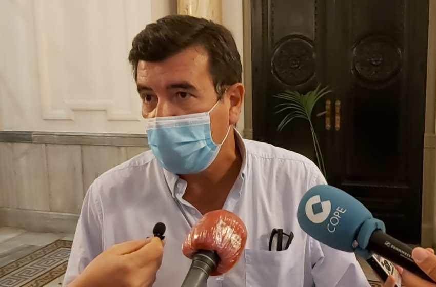 Giner exige instalar cajeros automáticos en las pedanías de Valencia