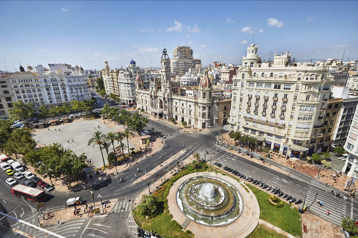 Valencia convoca el concurso para decidir el diseño final de la Plaza del Ayuntamiento