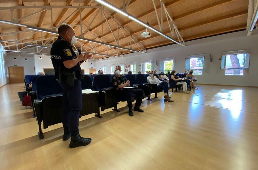 Policía Local busca soluciones a los problemas de ocio nocturno con vecinos y hosteleros