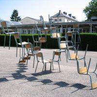 championnat international de lancer de chaises // Lycée Le Castel