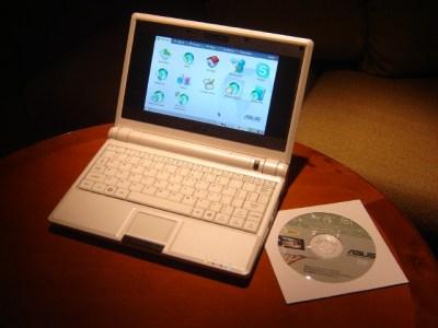 O ASUS eeePC (compare o tamanho com o CD ao lado)