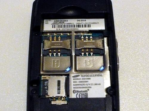 D880: duas entradas para SIM card