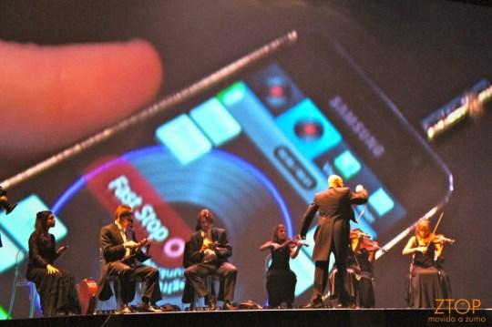 Uma  orquestra tocou com violinos e... Galaxy S e Galaxy Tab