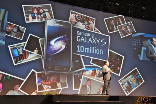 J.K. Shin, presidente da Samsung Mobile, anuncia a venda de 10 milhões de unidades do Galaxy S em todo o mundo