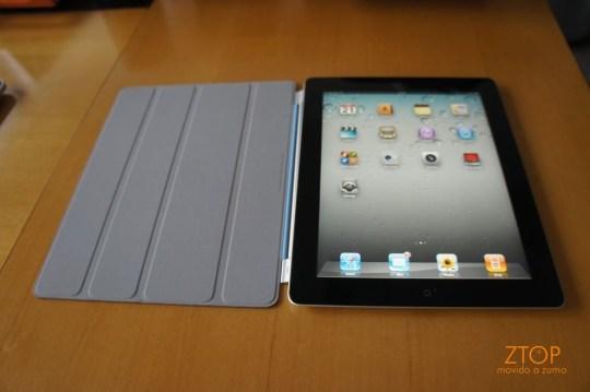 Smart Cover aberta: mantém a tela do iPad 2 limpa, mas pode deixar marcas de uso