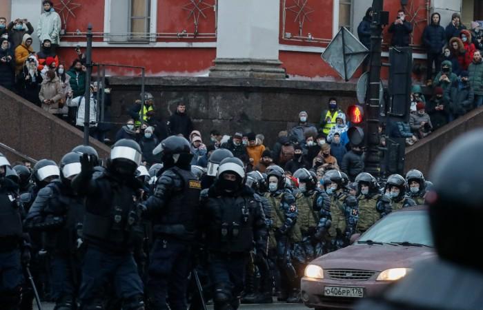 В Петербурге полковник полиции извинился перед пострадавшей во время акции