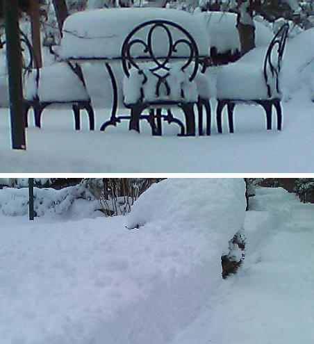 ガーデンチェアに積雪